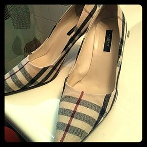 Burberry VINTAGE 2in pump SIZE 38
